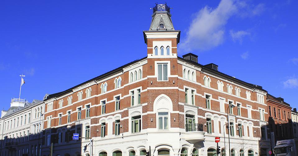 Ernst hotell, Kristiansand. Utvendig og innvendig maling, samt teppelegging.