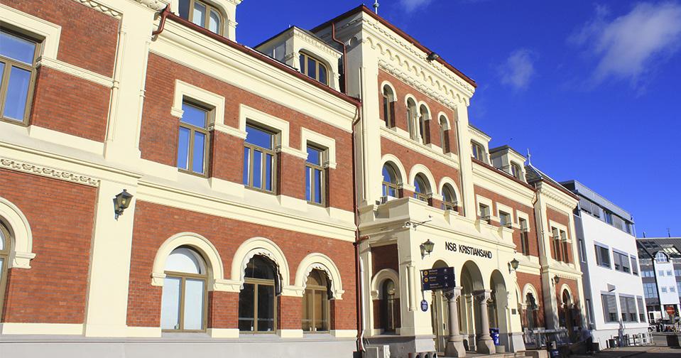 Kristiansand stasjon, renovering av fasade.