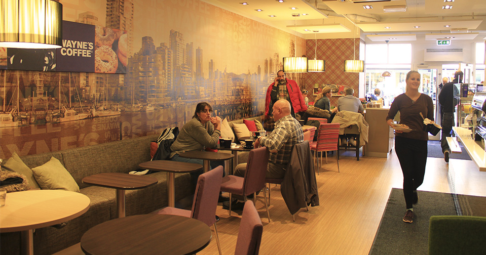 Waynes Coffee Kristiansand, maling, sparkling og tapetsering.